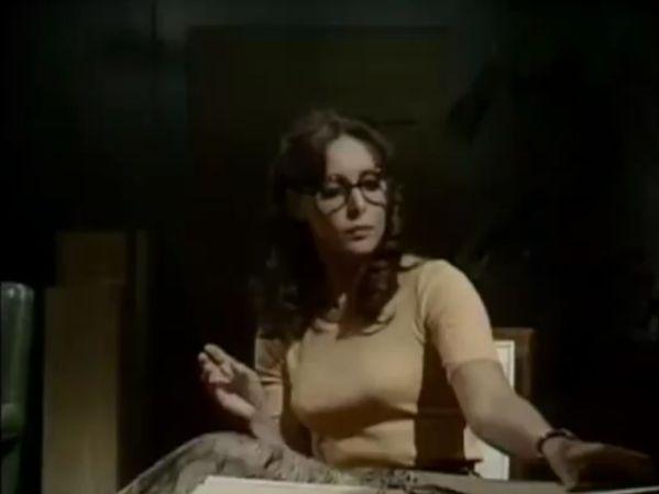 Laura Dickens (Diane Keen)