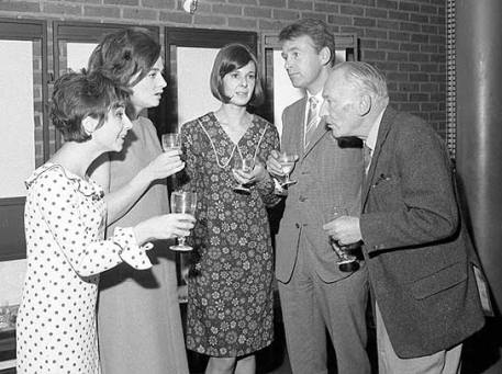 Verity Lambert (centre) with the original cast of Doctor Who