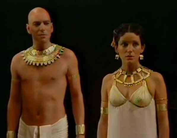 cleopatras 05